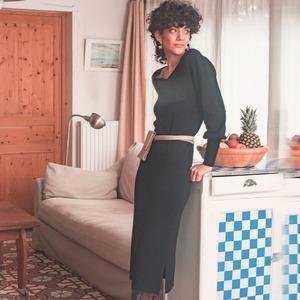 Rina, L'élégance à la Française. Comment ne pas tomber sous le charme de cette robe tube ultra-douce ? Sublime décolleté en V et jupe fendue pour un look glamour sans effort. A retrouver sur ZYGA.fr  -- 🇬🇧--  Rina, French Style Refinement. How not to fall in love with this super-soft tube dress? Sublime V-neckline and slit skirt for an effortless glamorous look. Find it on ZYGA.fr  #ZYGAParis #FrenchRefinement #TubeDress  #RobeFendue #MatièresNaturelles