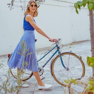 """ On était tous amoureux d'elle, On se sentait pousser des ailes, A bicyclette ""  L'effet de notre jupe Eulalie sur notre moral ! Vous aussi elle vous procure ces sensations de liberté et d'amour ?  . 🎵 Yves Montand --- 🇬🇧 "" We were all in love with her,  We felt like we could fly,  By bicycle "" The impact of the Eulalie skirt on our mood ! Are you also feeling that sensation of freedom and love ?  . 🎵 Yves Montand"