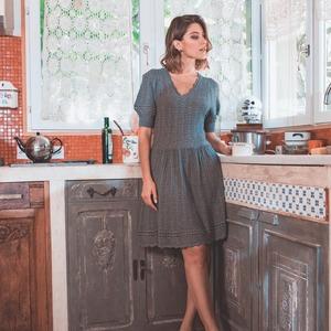 Le sens du détail.  Rella, c'est le résultat d'un travail de style minutieux. En point ajouré dentelle et finitions brodées d'un point croquet tricoté, c'est la robe parfaite pour un look affirmé.  --- 🇬🇧  Attention to details.  Rella is the result of careful styling. Openwork lace and embroidered finishes with a knitted croquet stitch, this is the perfect dress for a bold look.  #ZYGAParis #OpenworkLace #KnitwearLovers #LookEthique #ModeBienveillante #PrenezSoindeVous
